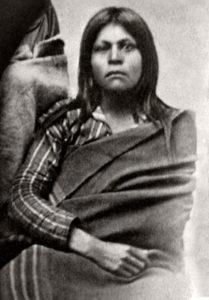 Valokuva naisesta, jonka uskotaan olevan Juana Maria, Nicoleño-heimon viimeinen eloonjäänyt jäsen. Kuva Southwest Museum of the American Indian -museon kokoelmista.